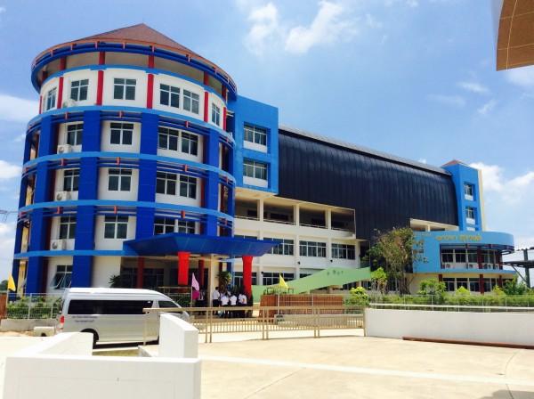 ผู้บริหารคณาจารย์และบุคลากร ร่วมพิธีเปิดอาคาร มดส วิทยาเขตสุพรรณบุรี