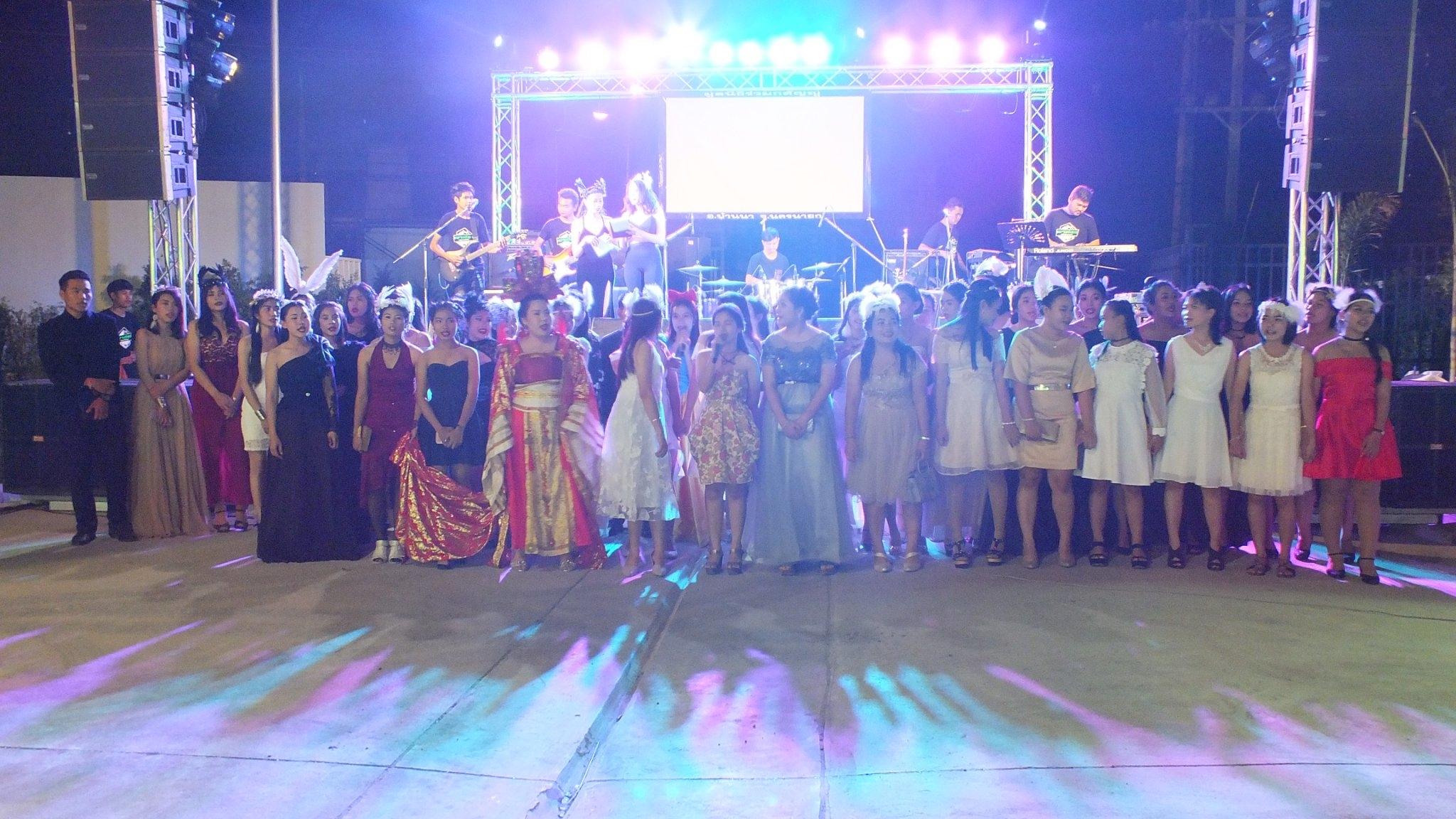 บรรยากาศงานแสดงความยินดีกับนักศึกษาที่สำเร็จการศึกษาประจำปี 2559  ( Deity Bye Nior 2017 )