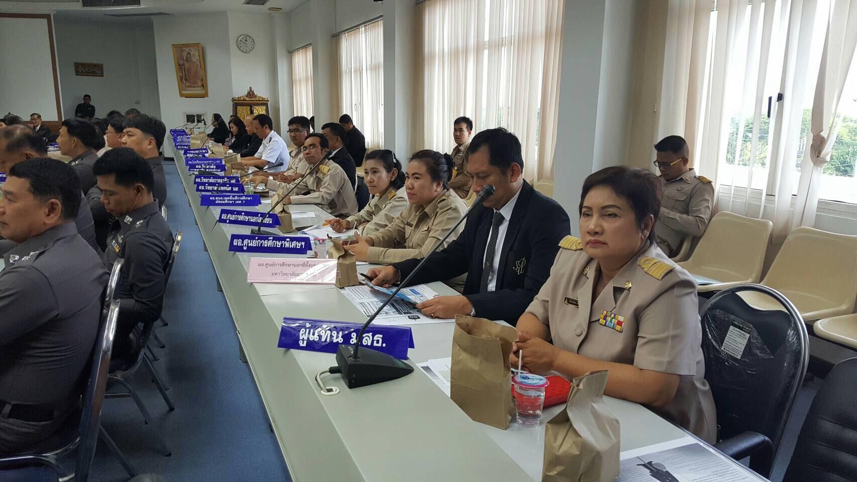 ผู้อำนวยการศูนย์การศึกษานอกที่ตั้งนครนายก นำเสนอศูนย์ ฯ ในการประชุมคณะกรรมการจังหวัด เดือนมีนาคม